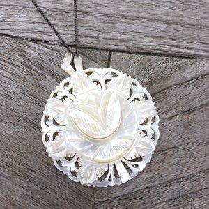 Jewelry - Vintage Mother of Pearl Silver Flower Necklace